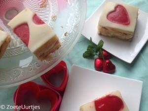 valentijnstaart met aardbeien en munt