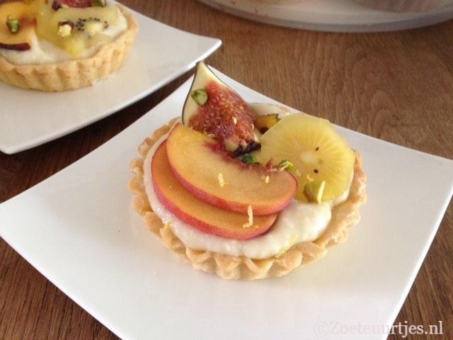 taart met kokos en fruit