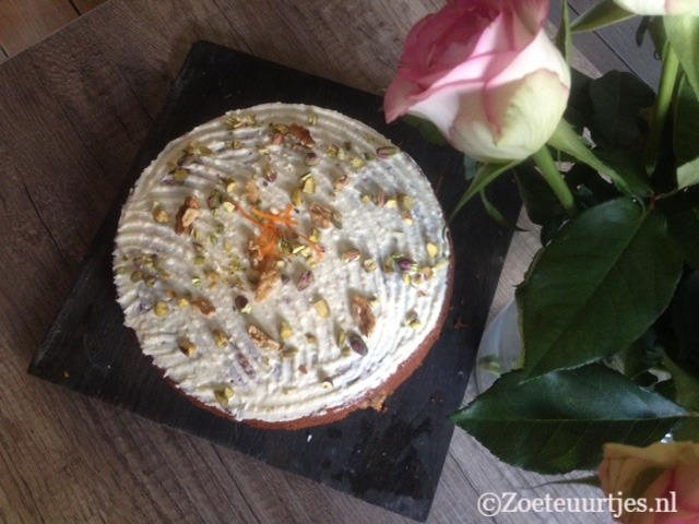 worteltjestaart met tahin en sinaasappel