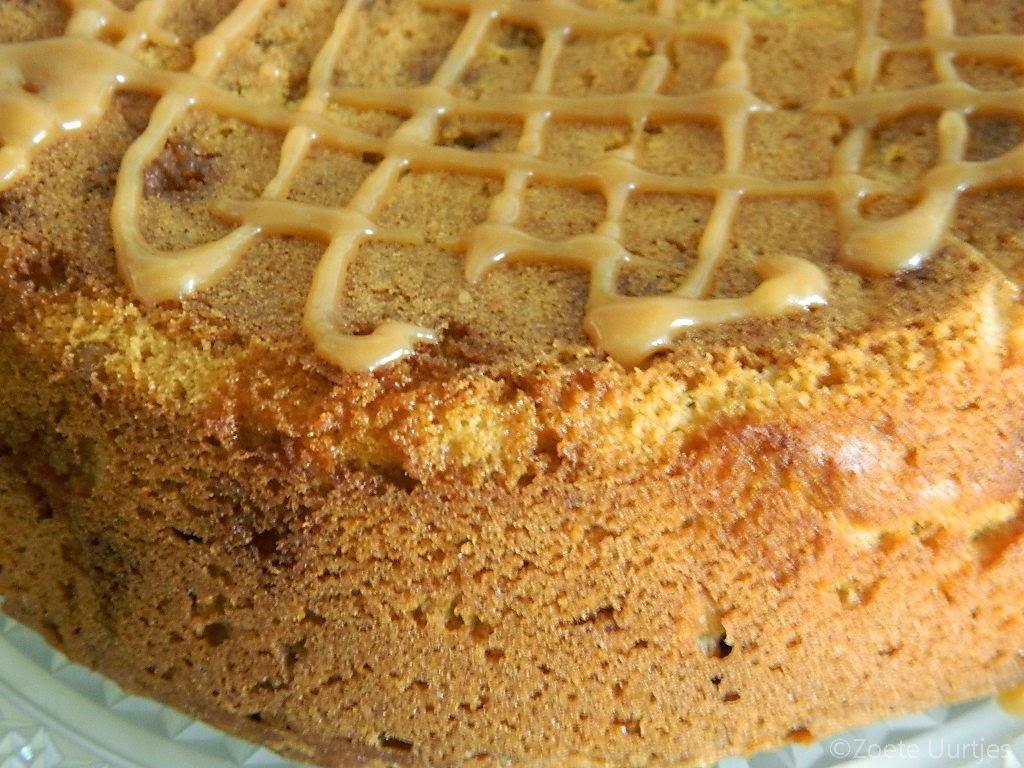 Stroopwafelcake met karamelsaus