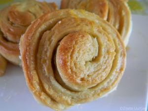 Broodjes-met-sinaasappel citroen en amandelen