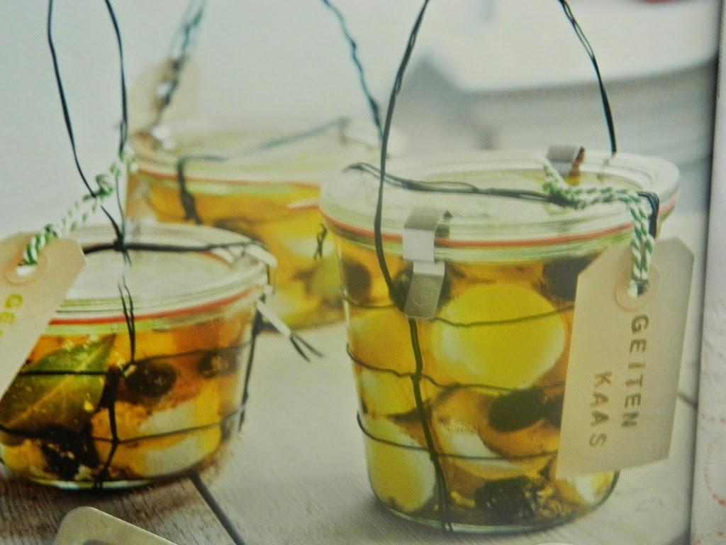 Gemarineerdem geitenkaas met olijven
