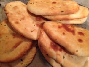 Naanbrood met koiander en sesam