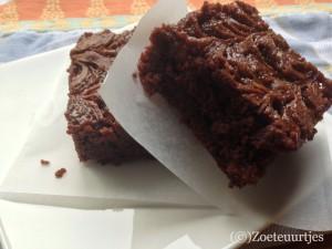 Brownie met walnoten en karamel