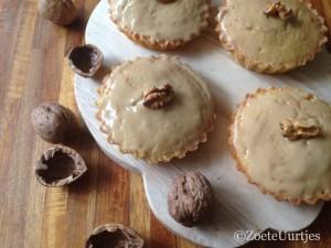 cakekoeken met walnotenspijs en mokkaglazuur