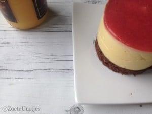 taart met advocaatmousse en aardbeien gelei