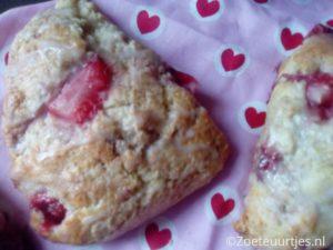 triangel scones met aardbeien
