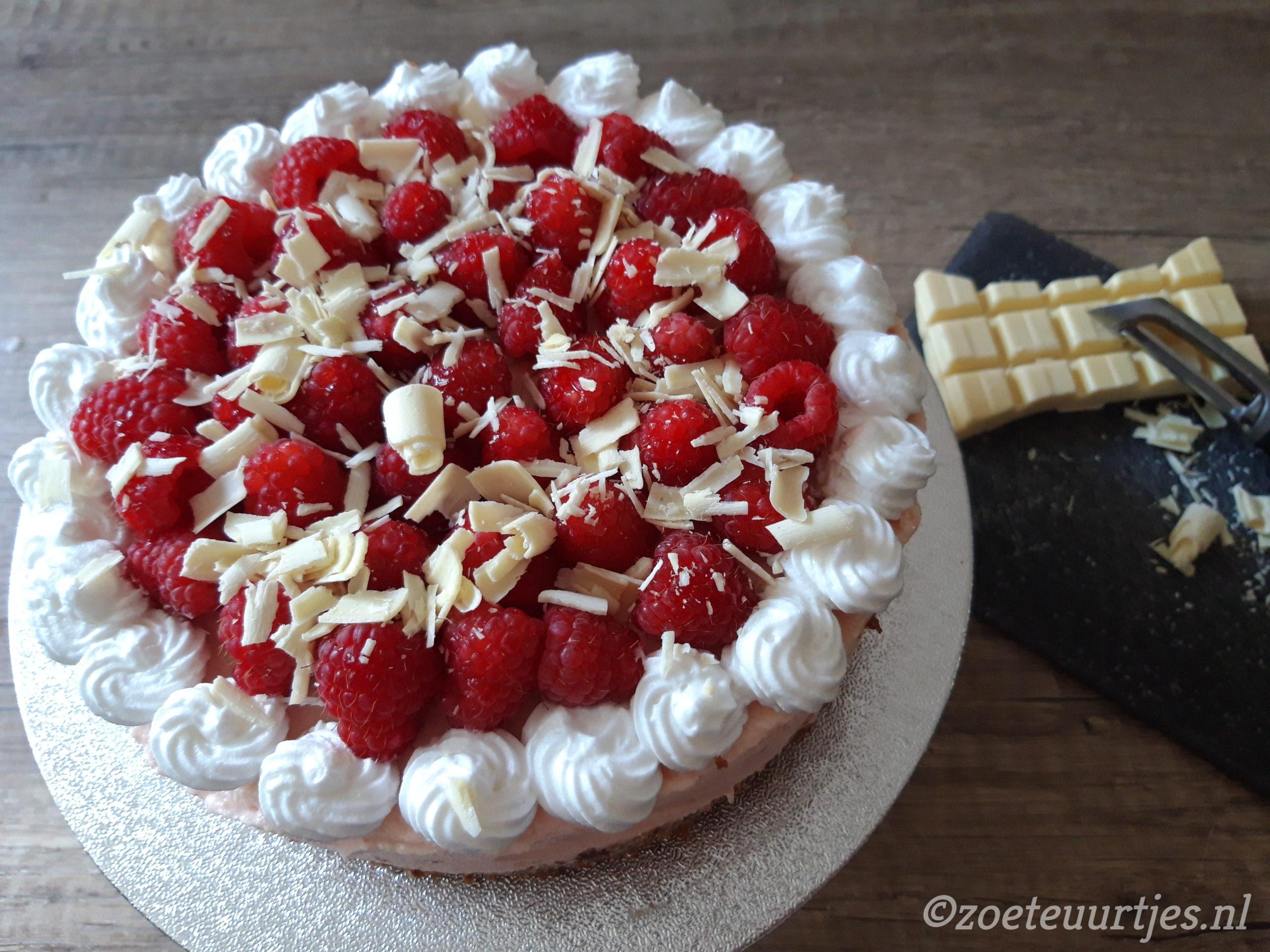 no bake witte chocoladetaart met frambozen