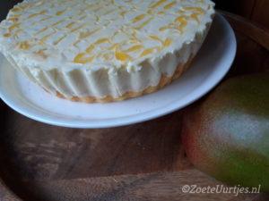 yoghurt-kwarktaart met mango